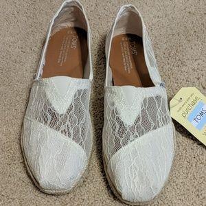 Brand new Tom's sandals